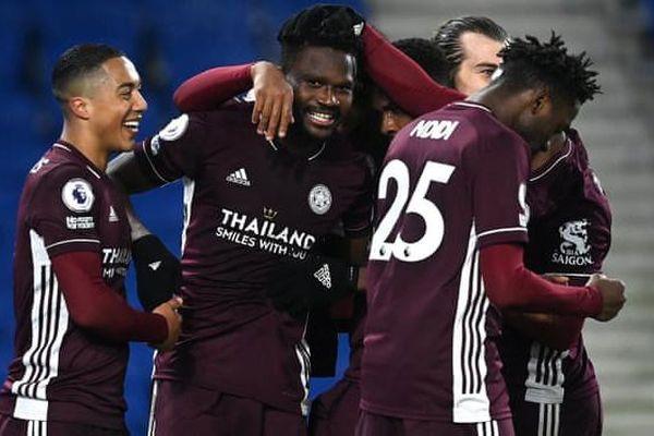 Leicester chiếm ngôi nhì bảng của Man United