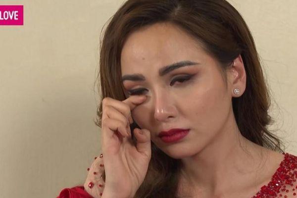Hoa hậu Diễm Hương bật khóc, thấy bị quá sức khi phải gồng mình nuôi con