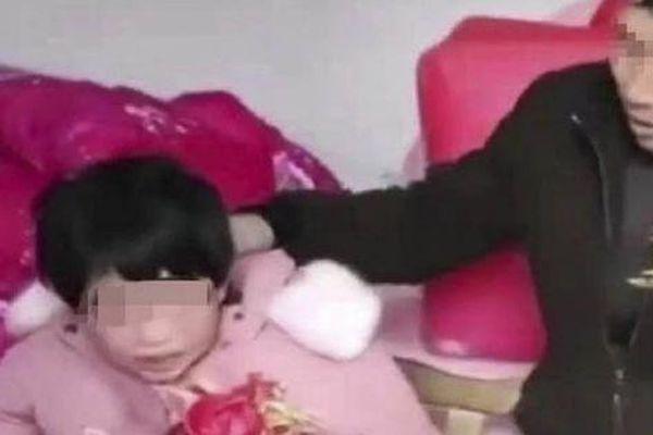 Nguy cơ bị buộc tội cưỡng hiếp vì cưới cô gái tâm thần kém 35 tuổi