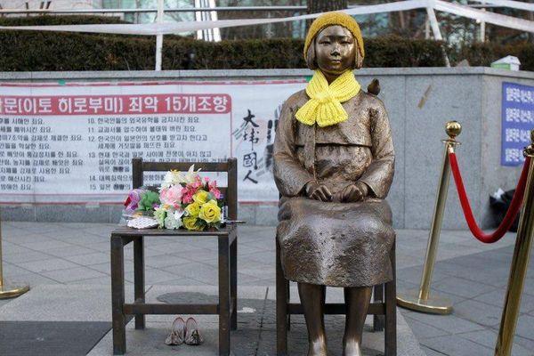 Giáo sư Harvard gây phẫn nộ vì nói phụ nữ Hàn tự nguyện vào nhà thổ