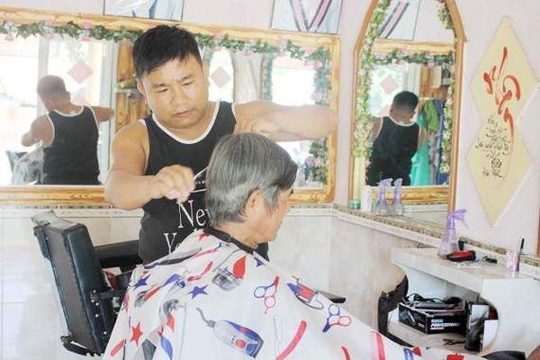 Người cắt tóc miễn phí ở vùng núi Trà Bồng được Thủ tướng tặng bằng khen