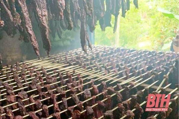 Lên Pù Luông thưởng thức đặc sản thịt trâu gác bếp