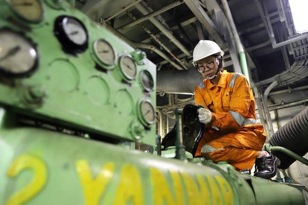 Nữ thợ máy đầu tiên của Việt Nam trên tàu viễn dương