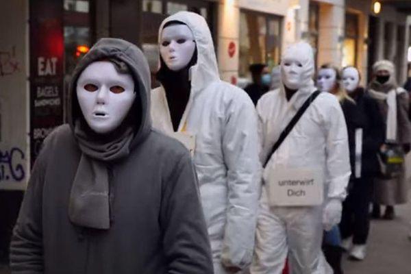 Người đeo mặt nạ trắng biểu tình chống phong tỏa ở Đức