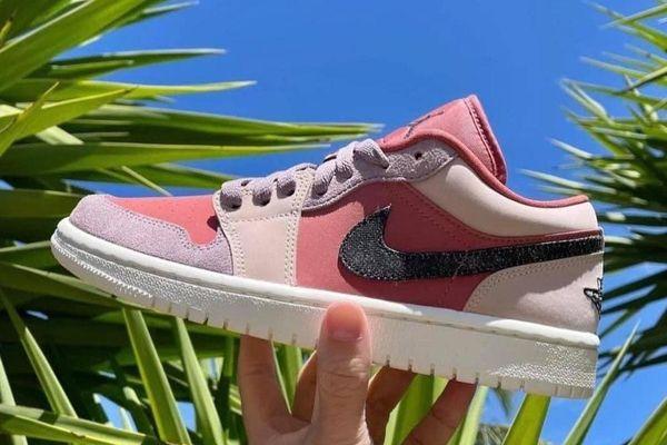 Mẫu giày sneakers nào hiện được các cô gái Việt yêu thích?