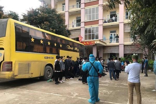 Nghệ An: Cách ly y tế 53 người nước ngoài đi trên xe khách