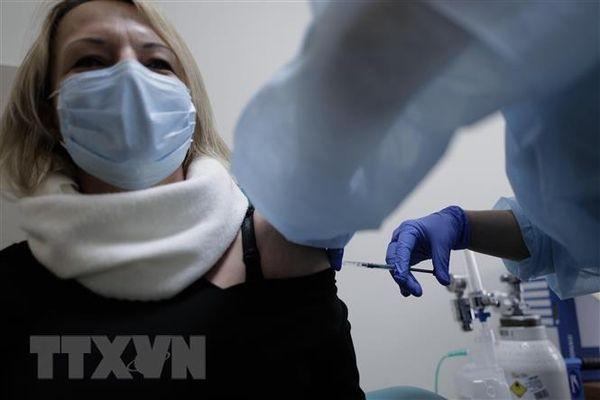 Ba Lan đặt mục tiêu tiêm chủng COVID-19 cho 70% dân số vào mùa Hè