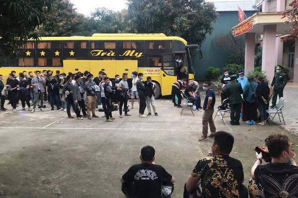 Phát hiện xe khách chở 53 người Trung Quốc nhập cảnh trái phép
