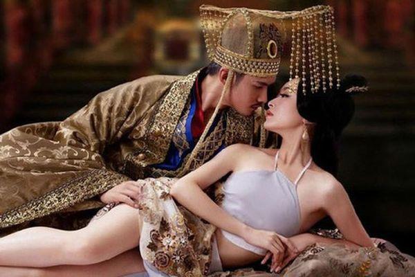 Lạ lùng Hoàng đế yêu say đắm cung nữ hơn 17 tuổi