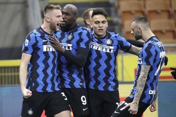 Inter tiến gần hơn đến Scudetto