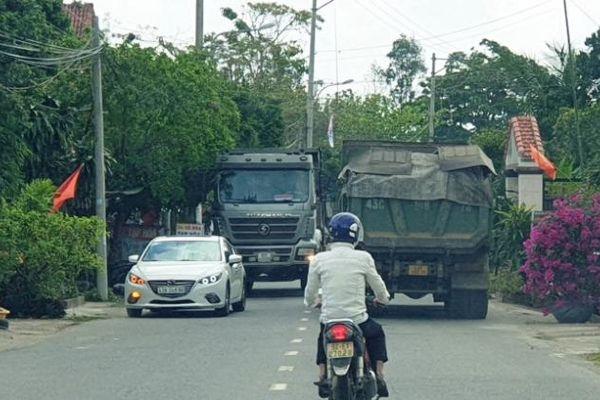 Đà Nẵng: xe chở đất sét 'lộng hành' trên đường cấm