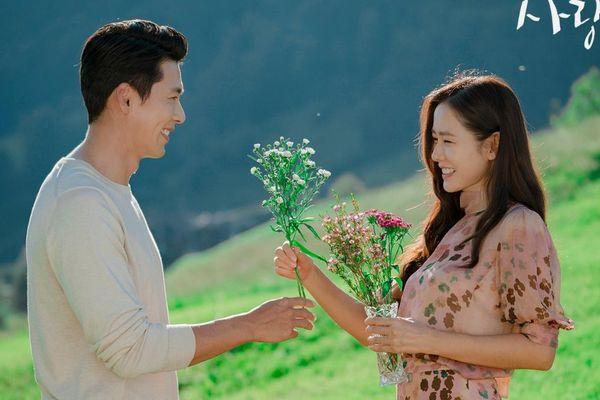 Son Ye Jin bấm 'like' loạt bài đăng về Hyun Bin: Cưới đi chờ chi!