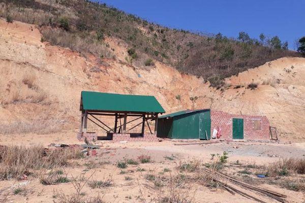 Đắk Glei (Kon Tum): Tái định cư dân từ vùng sạt lở đến nơi… sụt lún
