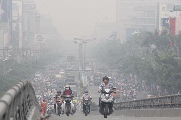 Sương mù khiến chất lượng không khí ngày cuối tuần của Hà Nội ở mức kém