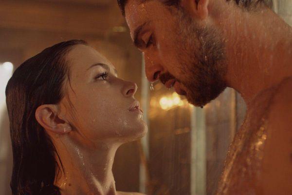 Phim ngập cảnh sex của Netflix dẫn đầu đề cử 'Mâm xôi Vàng'