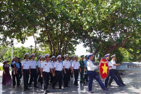 Quân dân đảo Trường Sa tri ân, tưởng nhớ các anh hùng bất tử Gạc Ma