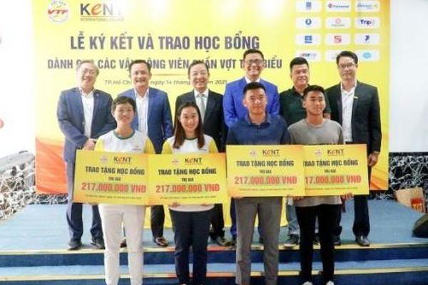 Trường CĐ Quốc tế KENT trao hơn 800 triệu đồng học bổng cho vận động viên quần vợt