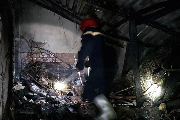 Cháy quán cà phê trong đêm, 2 người thoát chết