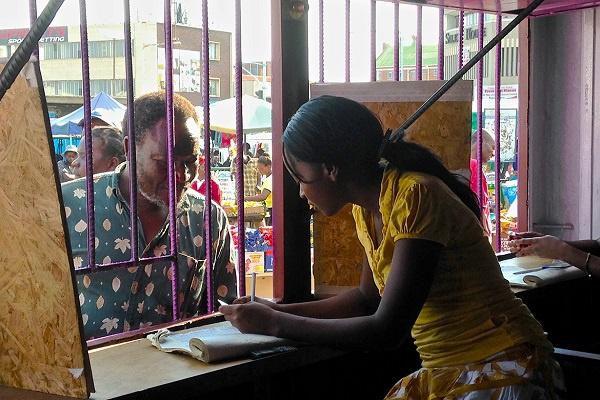 Cuộc cách mạng Mobile Money sóng gió ở Zimbabwe