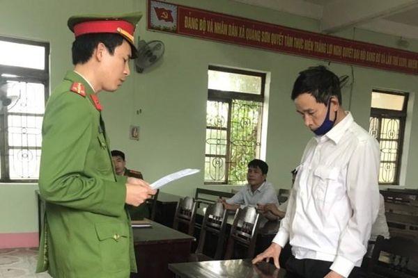 Bắt 2 đối tượng làm giả bằng khen, huân huy chương