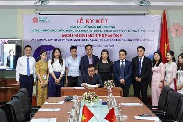 Sinh viên Việt Nam được tiếp cận chương trình quốc tế điều dưỡng chất lượng Châu Âu
