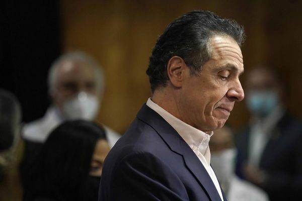 Thêm phụ nữ tố thống đốc New York quấy rối tình dục