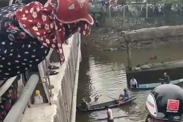 Lao xuống sông cứu bạn gái giận hờn nhảy cầu, nam thanh niên bị nước cuốn tử vong