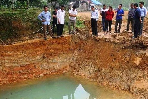 Học sinh lớp 4 sảy chân xuống hồ nước trong vườn nhà tử vong
