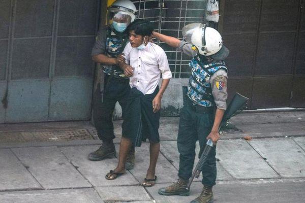 Myanmar: Thêm 1 người chết, 'biểu tình không người' ứng phó quân đội