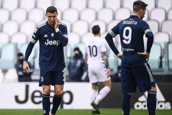 Thua sốc trước Benevento, Juventus xa dần chức vô địch