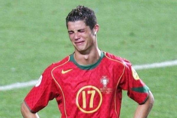 8 lần các huyền thoại bóng đá khóc trên sân cỏ
