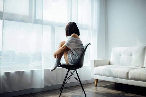 Nhân việc Nhật Bản bổ nhiệm Bộ trưởng Cô đơn: Nghĩ về hội chứng cô đơn và tự tử