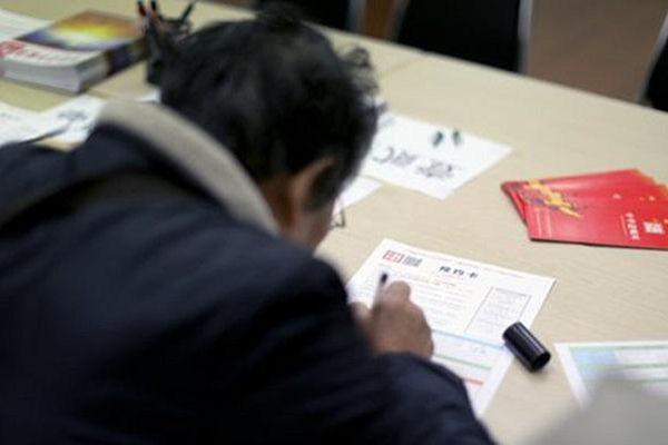 Hàng loạt người trẻ Trung Quốc viết di chúc ở tuổi 20, 30 hé lộ nhiều bất ổn xã hội