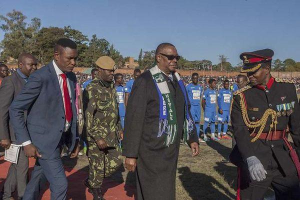 Vệ sĩ cựu Tổng thống Malawi bị tịch thu 80 ô tô, 21 bất động sản
