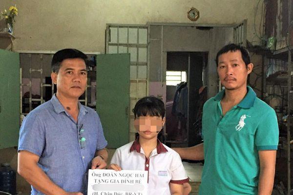 Ông Đoàn Ngọc Hải hỗ trợ 10 triệu đồng cho gia đình