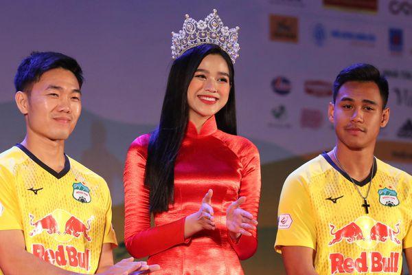 Dàn sao HAGL giao lưu cùng Hoa hậu Việt Nam
