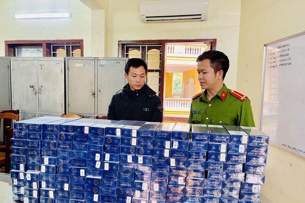 Thanh Hóa: Bắt giữ đối tượng mang số lượng 'khủng' bao thuốc lá lậu đi tiêu thụ