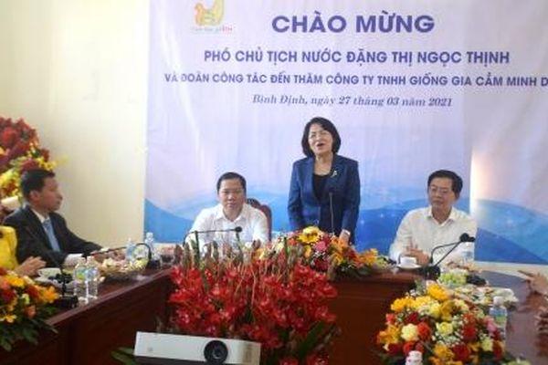 Phó Chủ tịch nước Đặng Thị Ngọc Thịnh thăm Công ty Giống gia cầm Minh Dư