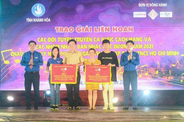 Tổ chức liên hoan các đội tuyên truyền ca khúc cách mạng và các ban nhạc, nhóm nhảy học đường
