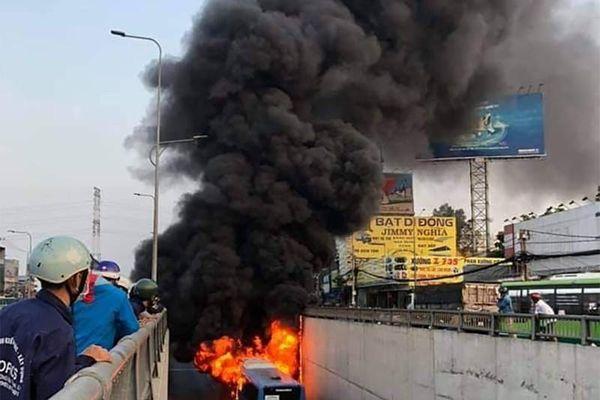 Công an chỉ cách xử lý khi xảy ra cháy xe lúc lưu thông