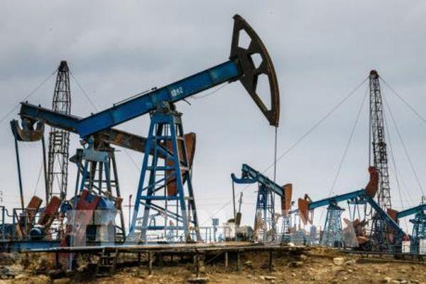 Giá dầu thế giới giảm trong phiên 30/3 trước cuộc họp của OPEC+