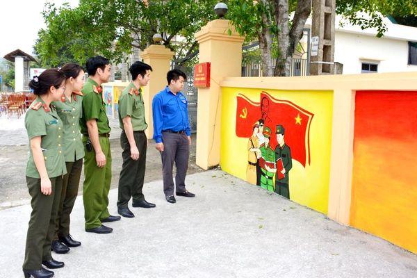 ĐTN Công an TP Hạ Long gắn biển 'Công trình thanh niên' tại xã Quảng La