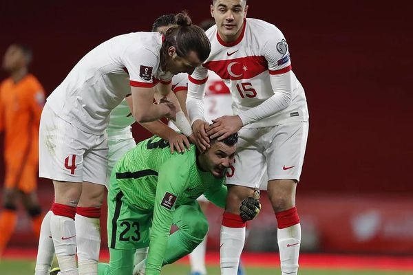 Thổ Nhĩ Kỳ đi tìm World Cup sau 20 năm