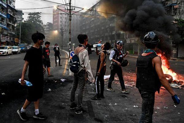Myanmar sau 2 tháng chính biến: Khủng hoảng ngày càng xấu