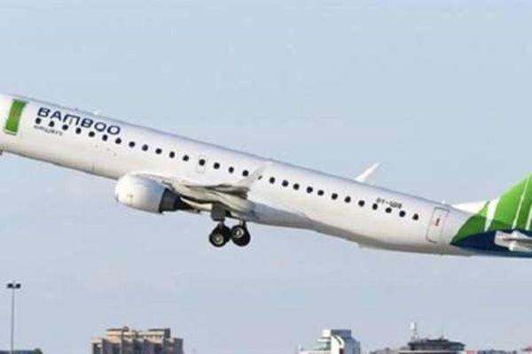 Chim trời va phải động cơ, máy bay hạ cánh khẩn cấp xuống Sân bay Nội Bài