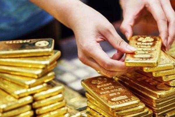 Vì sao đang trên đà giảm mạnh, giá vàng đột ngột quay đầu tăng?