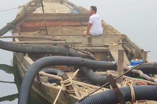 Quảng Bình trấn áp nạn khai thác cát trái phép trên sông