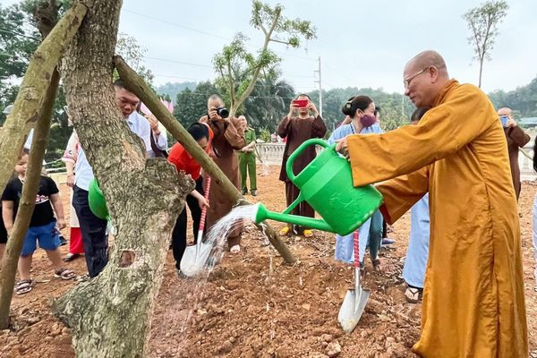 Học viện Phật giáo Việt Nam tại Hà Nội trồng 1.000 cây xanh