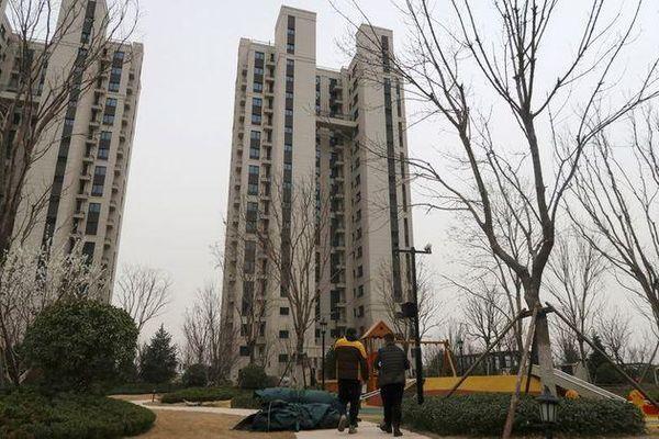 Dành dụm tiền mua nhà thành phố, dân Trung Quốc trắng tay