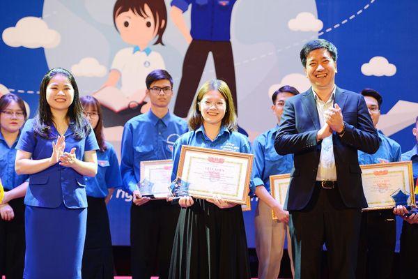 Trao giải thưởng Ngôi sao xanh cho 25 bí thư chi đoàn